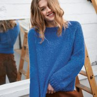 Blauer Strickpulover